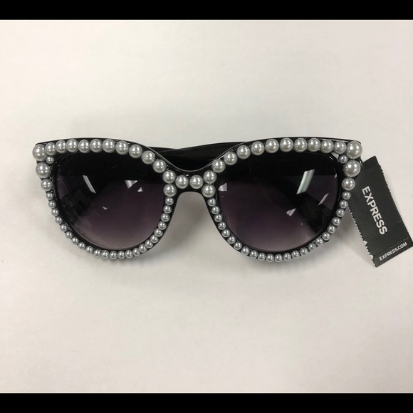 950810797b Pearl Embellished Sunglasses
